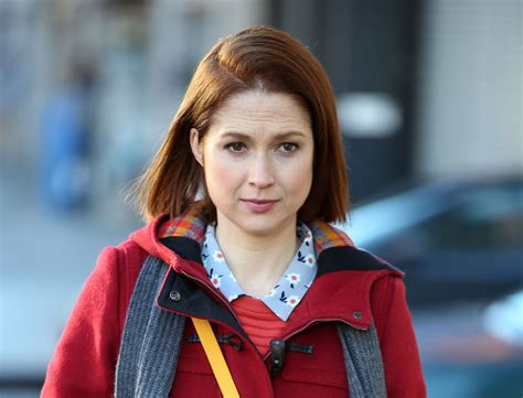 """This pic of Ellie Kemper filming """"Unbreakable Kimmy"""