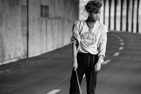"""EXO release individual """"Love Me Right"""" teaser photos 