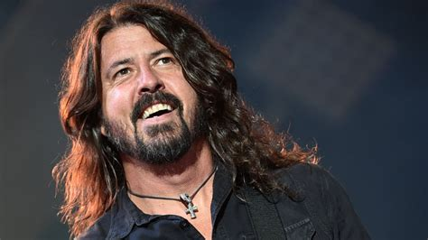 Foo Fighters cancel concerts after Dave Grohl loses his voice