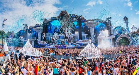 Tomorrowland shares official 2018 aftermovie | DJMag